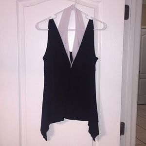 Lipstick black & white v neck top Sz M